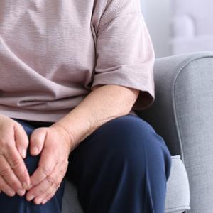woman-suffers-arthritis
